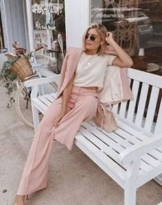 Here are 2019 spring fashion trends you need to know now in order to look cute AF once the weather starts to get warmer! Here are the best spring looks. 2019 Spring Fashion Trends You Need To Know - 2019 Spring Fashion Trends You Need To Know Spring Fashion Trends, Spring Trends, Latest Fashion Trends, Autumn Fashion, Spring 2015, Spring Summer, Mode Outfits, Trendy Outfits, Fashion Outfits
