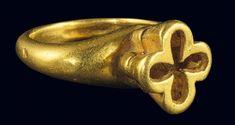 Ring with cross-shaped quatrefoil calyx bezel. Materials: gold. Period: Early Byzantine; circa: ... #OldGoldJewellery #GoldJewellery16ThCentury