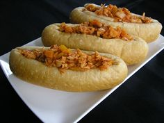 Sloppy Jack: - 1 can g or 20 on) Jackfruit green in brine (not in syrup ! Protein Recipes, Protein Foods, Jackfruit Recipes, Hot Dog Buns, Bread, Ethnic Recipes, High Protein Foods, Breads, Baking