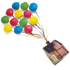 Cupcakes as balloons and free printable papercraft of the house. Disney/Pixar UP.