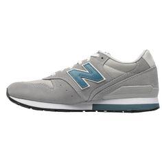 Trendy graue Sneaker von New Balance. Die beliebten Sneaker haben ein sportliches Design und ein großes Logo auf der Seite. - ab 115,00 €