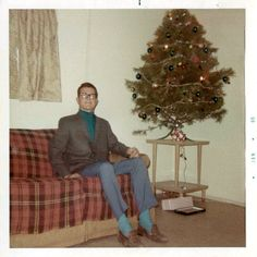 42 Humorous Vintage Snaps That Capture Men Posing Next to Their Christmas Trees in the Mid-Century Vintage Christmas Photos, Retro Christmas, Christmas Pictures, Xmas Photos, Ghost Of Christmas Past, Christmas Time, Christmas Ideas, Xmas Tree, Christmas Tree Ornaments