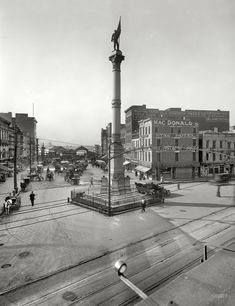 "Norfolk, Virginia, circa 1910. ""Confederate Monument."""