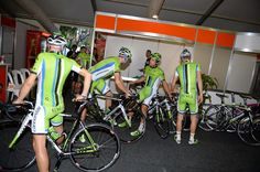 Gallery: Peloton gathers in Australia for the Tour Down Under - Cannondale collect their bikes