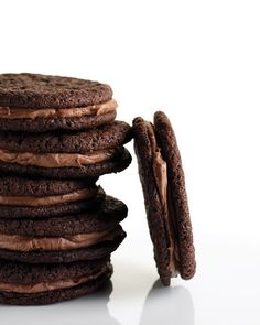 Chocolate-Malt Sandwiches Malted-milk powder adds a tangy component to both these cookies and their filling. A double dose of chocolate (chopped semisweet and lots of cocoa powder) makes these sandwich cookies extra decadent. Chocolate Cookie Recipes, Chocolate Desserts, Chocolate Cookies, Delicious Desserts, Dessert Recipes, Yummy Food, Bar Recipes, Delicious Chocolate, Yummy Recipes