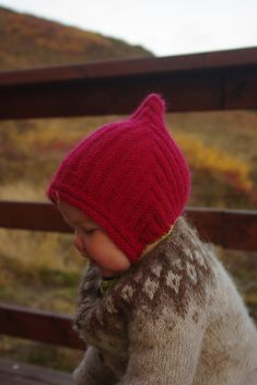 Ravelry: Project Gallery for Pixie Hat pattern by Diana Chan Taylor - Look at that darling baby! So cute in her hat and sweater. Knitting For Kids, Baby Knitting Patterns, Baby Patterns, Free Knitting, Knitting Projects, Stitch Patterns, Beginner Knitting, Sock Knitting, Baby Hats Knitting