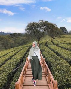 Upgrade Yourself: No Need to Hesitate, There Is Always Goodness in Your Seriousness Using a Hijab - Ceng Health Modest Fashion Hijab, Modern Hijab Fashion, Casual Hijab Outfit, Hijab Fashion Inspiration, Ootd Hijab, Hijab Chic, Korean Outfit Street Styles, Ootd Poses, Moslem Fashion