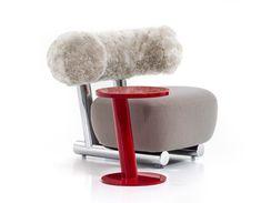 PIPE COLLECTION   Diseño con estructura tubular que aporta un elemento muy gráfico a la colección. El área de respaldo y el asiento son de tapicería muy suave y contrasta con el fuerte atractivo cilíndrico.