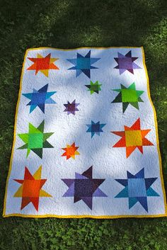 Wonky star quilt, inspired by http://pinterest.com/pin/170925748327051041/ with a new small stars detail on the inside.