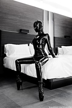 Latex catsuit. Zentai  Rubberlust. Pinned by Cindy Vermeulen. Check out my other sexy boards!