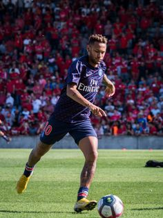NIMES, FRANCE - SEPTEMBER Neymar da Silva of Paris Saint-Germain warmup before the Ligue 1 match between Paris Saint-Germain and Nimes Olympique at Stade des Costières on September 2018 in Nimes, France. (Photo by Arnold Jerocki/Getty Images) Nimes France, Paris Saint, Neymar Jr, Saint Germain, Psg, Curly Hair Styles, September, Running, Image