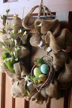 DIY - Burlap Easter Wreath, or subtract the eggs for a spring wreath. Burlap Projects, Burlap Crafts, Wreath Crafts, Diy Projects, Easy Burlap Wreath, Diy Wreath, Wreath Ideas, Burlap Ribbon, Felt Wreath