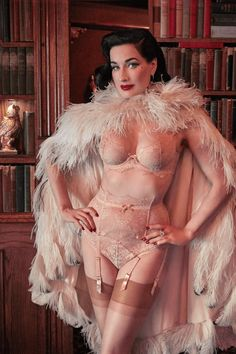 Dita Von Teese Vintage Peach Lurex Lace Underwire Bra – Rebel Romance Old Hollywood Style, Hollywood Fashion, Nylons, Style Hollywoodien, Burlesque Vintage, Dita Von Teese Lingerie, Pin Up, Sheer Bra, Diana Vreeland