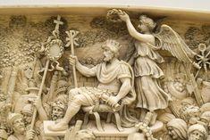 Detalle de la plaqueta de marfil. Constantino coronado por la Victoria c 1005 (Foto: Larrión & Pimoulier)