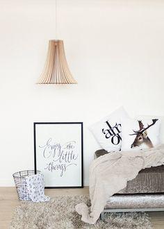 Stilvolle Pendelleuchte aus Holz sorgt für warmes und weiches Licht / minimalistic hanging lamp made of bright wood, scandinavian design made by jvkwoodwork via DaWanda.com