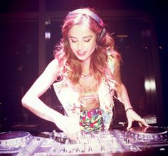 DJ Juicy M Spinning 4 decks