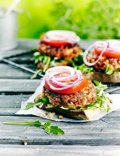 Valmista maukkaat chorizo-jauhelihapihvit ja kokoa niistä hauskat avoburgerit. Pihvit maistuvat myös vaikkapa lohkoperunoiden seurana.