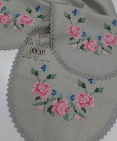 This post was discovered by Merve Marangoz. Discover (and save!) your own Posts on Unirazi. Cute Cross Stitch, Cross Stitch Rose, Cross Stitch Flowers, Hardanger Embroidery, Cross Stitch Embroidery, Cross Stitch Patterns, Quilted Table Runners, Hand Embroidery Designs, Crochet Purses