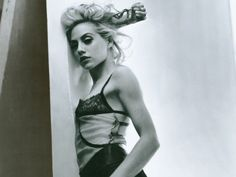 Brittany Murphy - gorgeous top!