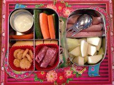 Yes extra blij met trommeltjes vandaag! Leuke kleurtjes #meenaarschool en veel groente, fruit en vetten