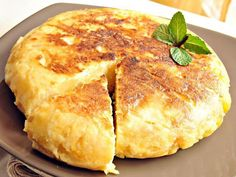 Recipe Tortilla de patatas con cebolla by learn to make this recipe easily in your kitchen machine and discover other Thermomix recipes in Verduras y hortalizas. Mediterranean Diet Breakfast, Mediterranean Diet Recipes, Breakfast And Brunch, Brunch Recipes, Breakfast Recipes, Spanish Omelette, Bulgarian Recipes, Small Meals, Tortilla Chips