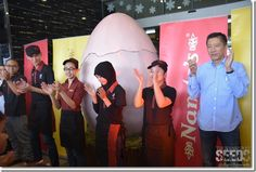 The staff of Nando's during the opening. #Nando #Kuching