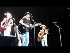"Bret Michaels, Kenny Chesney and Grace Potter sing ""Every Rose Has It's Thorn"" live."