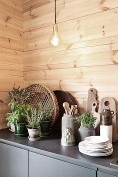 Tiina H : Honka Ink Cabin Homes, Log Homes, Knotty Pine Decor, Modern Loft, Lake Cottage, Cabin Interiors, Cottage Design, Mid Century Modern Furniture, Bohemian Decor