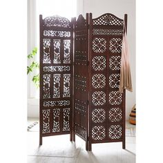 Amber Wooden Carved Screen (330 CAD) ❤ liked on Polyvore featuring home, home decor, panel screens, brown, wood screen, wooden home decor, wooden room dividers, tri fold screen and wooden screen