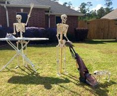 Creative Halloween display lets Lumberton residents keep up with the Bones