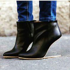 40c4e6c236625 Maison Martin Margiela invisible heels for H M