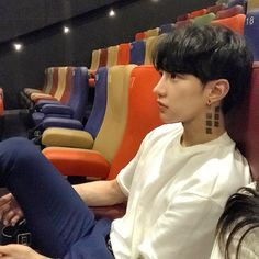 Find images and videos about boys, ulzzang and koreanboys on We Heart It - the app to get lost in what you love. Korean Boys Hot, Korean Boys Ulzzang, Ulzzang Couple, Ulzzang Boy, Korean Men, Cute Asian Guys, Asian Boys, Cute Guys, Handsome Asian Men