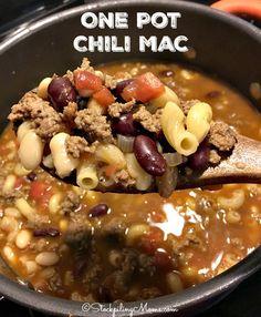One Pot Chili Mac recipe is the best 30 minute dinner meal ever! Chili Mac Recipe, Chili Recipes, Crockpot Recipes, Cooking Recipes, 30 Minute Dinners, One Pot Dinners, Cincinnati Chili, Good Food, Yummy Food