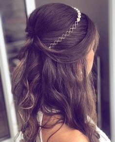 In love with tis Bridal Hair Down, Bridesmaid Hair, Prom Hair, Curly Hair Styles, Natural Hair Styles, Long Hair Wedding Styles, Wedding Hair Inspiration, How To Make Hair, Bride Hairstyles
