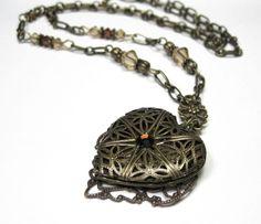 Vintage Style Heart Necklace...... freakin love it!! <3