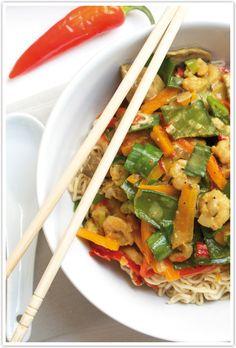Gelbes Thai-Curry mit Gemüse und Shrimps