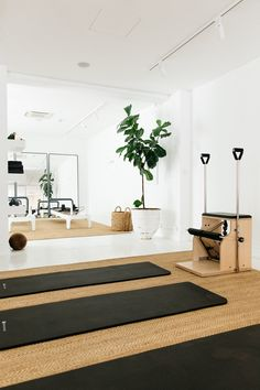 Kirsten King from Fluid Form Pilates Home Yoga Room, Gym Room At Home, Home Gym Decor, Workout Room Decor, Workout Room Home, Workout Rooms, Dream Home Gym, Home Gym Design, Pilates Studio