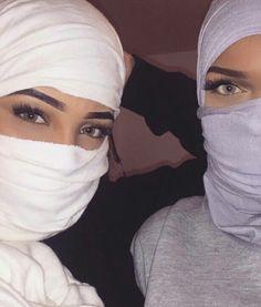 Image about fashion in Chouf l'regard 🌀💎👀 by 𝕄𝕒ℂ𝕙𝕖𝕣𝕚𝕖𝕁'𝕒𝕚ℝ𝕚𝕖𝕟𝔻'𝔸𝕝𝕒𝕕𝕚𝕟 Modern Hijab Fashion, Muslim Women Fashion, Arab Fashion, Hijab Fashion Inspiration, Mode Abaya, Mode Hijab, Arab Girls, Muslim Girls, Beautiful Hijab