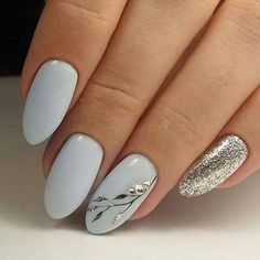 White and gold, classic nails with cute detail. These would be perfect wedding d… White and gold, classic nails with cute detail. These would be perfect wedding day nails. Winter Nail Art, Winter Nails, Spring Nails, Hair And Nails, My Nails, Polish Nails, Wedding Day Nails, Wedding Makeup, Wedding Manicure
