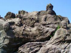 タイトル未定^^ - miki 2 - Picasa ウェブ アルバム 130年以上前に、5年の年月をかけて掘られた、22体の岩の仏像さん。日本海(山形県)