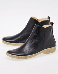 Jonny´s Stiefel mit schnörkellosem Komfort und weichem, genarbtem Leder und stoßdämpfender Sohle. Rind, Chelsea Boots, Ankle, Komfort, Shoes, Fashion, Leather Booties, Boots, Moda