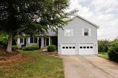 $150 1600 sq ft garage big porch and backyard
