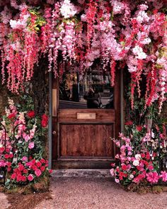 Wanderforawhile Cosy Streets In 2019 Decor Elle Decor Pink Flowers, Beautiful Flowers, Beautiful Places, Flower Aesthetic, Elle Decor, Planting Flowers, Amazing, Nature, Photos