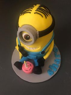 Minion Cake by xox.aida.cake.xox Cake Decorating Techniques, Cake Decorating Tips, Unique Cakes, Creative Cakes, Girly Birthday Cakes, Minions, Minion Cakes, Harry Potter Birthday Cake, Ganache Cake