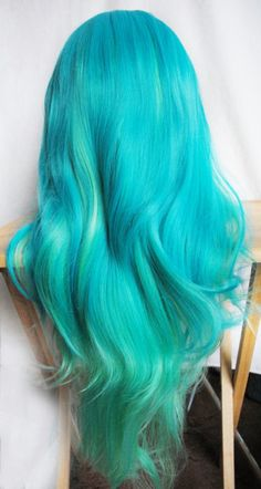 this hair is so pretty it has two different color blues