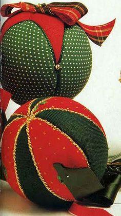 Bolas Natalinas de Tecido- Artesanato, Patchwork, Pintura em Madeira e Patchcolagem – Portal do Artesanato – Faça Arte!