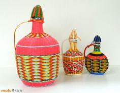 Dame Jeanne Bouteille Scoubidou. Déco vintage www.muluBrok.fr Boutique Vintage, Jeanne, Wicker Baskets, Velvet, Colorful, Home Decor, Products, Scoubidou, Vintage Decor