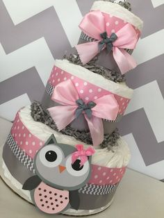 Owl Baby Shower Diaper Cake in Pink and Grey/Owl by AllDiaperCakes Regalo Baby Shower, Torta Baby Shower, Baby Shower Prizes, Baby Shower Diapers, Baby Shower Gifts, Angel Baby Shower, Grey Baby Shower, Baby Girl Shower Themes, Unique Baby Shower
