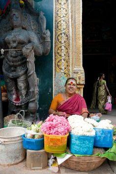 Le Taj Mahal, mausolée de marbre blanc du nord de l'Inde, est bien connu. Son pendant dans le sud, le temple de Mînâkshî, niché dans l'une des plus vieilles cités de l'Inde, Madurai, la capitale culturelle du Tamil Nadu, l'est moins.