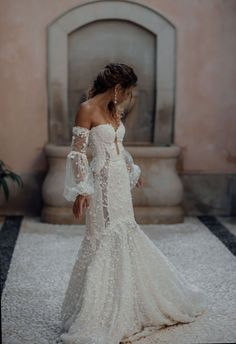 For a wedding gown that combines timeless qualities with striking fashion-forwar. - For a wedding gown that combines timeless qualities with striking fashion-forwar… - Dream Wedding Dresses, Bridal Dresses, Prom Dresses, Lace Dresses, Couture Wedding Dresses, Corset Wedding Dresses, Long Sleeve Wedding Dress Boho, Unique Wedding Gowns, Stunning Wedding Dresses